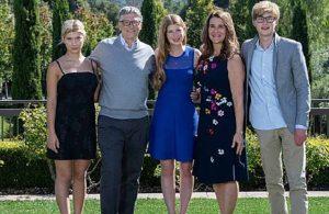 Bill Gates eşi Melinda'ya 1.8 milyar dolarlık hisse aktardı