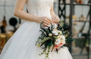Damat nikahtan kaçınca gelin konuklardan biriyle evlendi