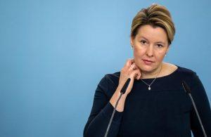 Almanya'da Aile Bakanı intihal suçlaması nedeniyle istifa etti