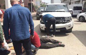 Çarptığı motosiklet sürücüsü yerde kıvranırken aracının tamponuyla ilgilendi