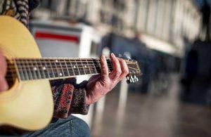 Ünlü isimler, zor günler geçiren müzisyenler için harekete geçti