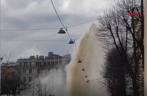 Patlayan borudan fışkıran sıcak su böyle görüntülendi