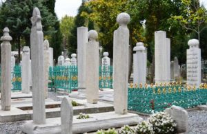 """""""Tarihi camilerin hazireleri AKP'lilerin aile mezarlığına çevrildi"""""""