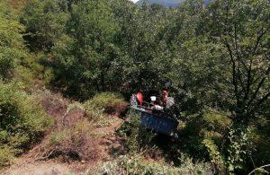 Turgutlu'da traktör uçuruma yuvarlandı: 5 yaralı
