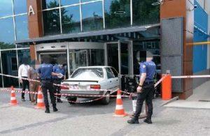 Güvenlik görevlisiyle tartıştı, hastaneye arabayla girdi