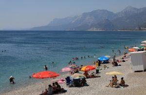 Son kısıtlama öncesi tatilciler sahile akın etti