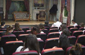 Tarsus Şehir Tiyatrosu perdelerini Çehov ile açtı