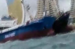 Kartal'da sürüklenen gemi kıyıdaki gemiye çarparak durdu