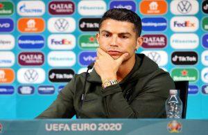 Ronaldo'dan Coca Cola çıkışı: Su için