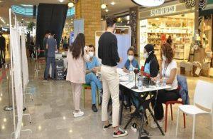 İstanbul'da bir AVM'ye aşı standı kuruldu