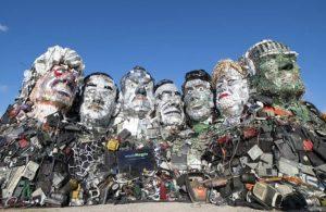 G7 liderlerine çöpten heykel: Baktıkça vicdanları sızlasın