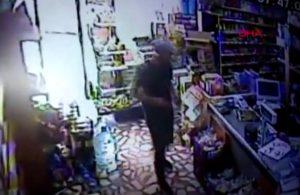 Market sahibi hırsızla kapıda karşılaştı!