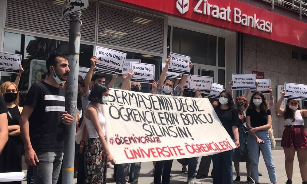 Öğrenciler Ziraat Bankası önünde eylemde: AKP'nin gençliğe kestiği faturayı kabul etmiyoruz