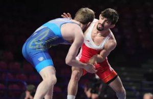 Milli güreşçi Murat Fırat altın madalya kazandı