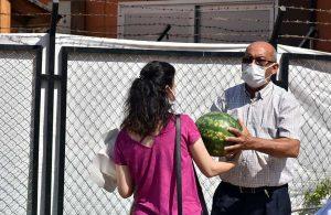 Tarsus Belediyesi 15 ton karpuzu halka ücretsiz dağıttı
