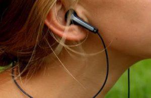 Uzmanlardan kulak içi kulaklık kullananlara uyarı