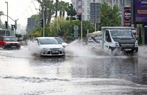 Adana'da şiddetli yağış yaşamı olumsuz etkiledi