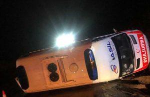 Ambulans devrildi! 3'ü sağlık görevlisi 4 yaralı