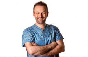 Op. Dr. Arif Eroğlu – Meme Büyütme Estetiği