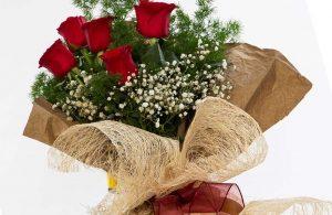 Çiçekçi, müşterisinin yatak odasındaki bukete kamera yerleştirdi