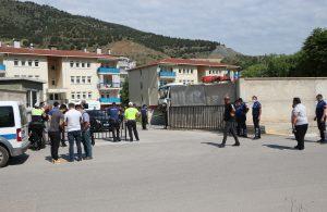 Çöp kamyonu emekli başçavuş ve oğlu emekli ablayı 10 metre sürükledi