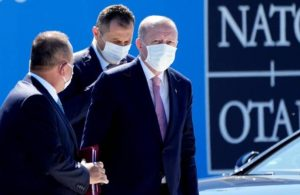 Erdoğan, NATO zirvesinde bazı ülkelerin liderleriyle görüştü