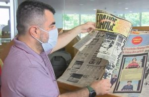 Tarihi gazete nüshaları jiletle kesildi!
