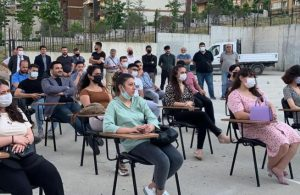 CHP'li gençlerden açılışı yapılıp terk edilen okulda siyasi ahlak dersi