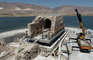 Betona gömülen Hasankeyf'te Küçük Saray yükseltildi