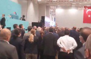 İBB Meclisi'nde gerginlik: AKP'liler kürsüye yürüdü