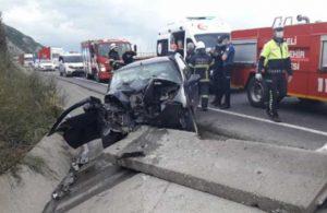 Kocaeli'de bariyerlere çarpan otomobildeki 3 kişi yaralandı