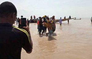 Nijerya'da teknenin alabora olması sonucu ölenlerin sayısı 98'ye çıktı