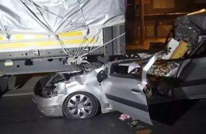 Antalya'da feci kaza! Sürücünün boynu kesildi