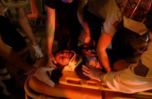 Otomobil park halindeki belediye otobüsüne çarptı: 2'si çocuk 4 yaralı