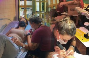 İzmirli dövme sanatçısından hamburgerli dövme çekilişi