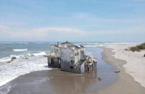 El Salvador'da villa 'kıyıya vurdu'