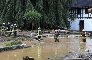 Avrupa sele teslim: Almanya'da 106, Belçika'da 12 can kaybı