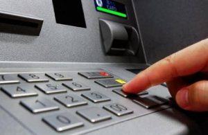 ATM'de 18 bin lira buldu, parayı isteyenden arkadaşları sayesinde kurtuldu