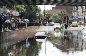 Londra'da sel meydana geldi