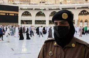 Suudi güvenlik görevlisi kadınlar ilk kez nöbet tuttu