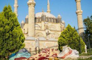 Edirne'de oteller doldu, yer bulamayanlar sokakta sabahladı