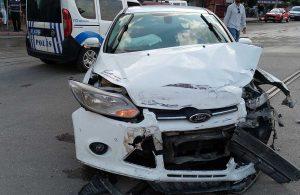 Adana'da otomobil ile kamyonet çarpıştı: 2 yaralı
