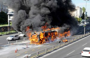 Metrobüsler alarm veriyor, AKP yenilenmesine engel oluyor