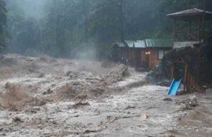 Sel felaketinden 9 kişiyi kurtaran kahraman işçi