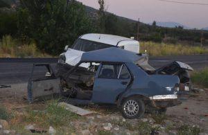 Kazada otomobil ikiye bölündü: 2 ölü