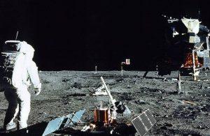 NASA'dan Ay'a insanlı iniş için açıklama