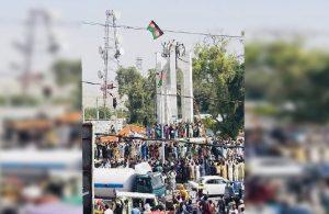 Taliban, Afgan bayrağı açanlara ve gazetecilere ateş açtı: En az 3 ölü