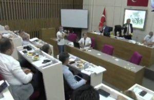 Bolu Belediye Başkanı Tanju Özcan AKP'li üyelere çay fırlattı