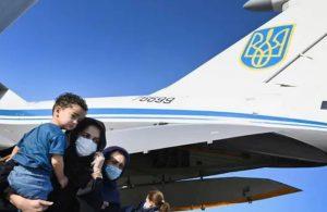 """Ukrayna Bakan Yardımcısı """"Kabil'e giden tahliye uçağı kaçırıldı"""" dedi, İran ve Ukrayna yalanladı"""