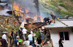 Artvin'de yangın: 10 ev kullanılamaz hale geldi